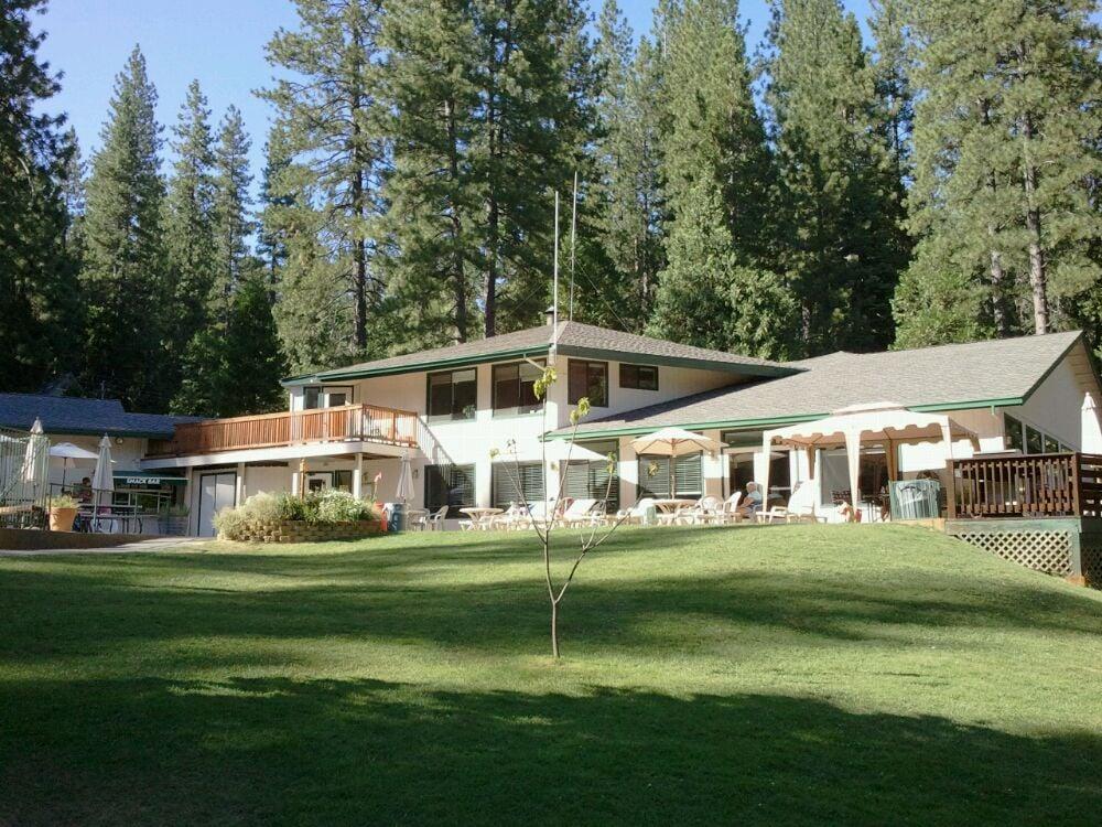 Snowflake Lodge Restaurant: 335 Blue Lake Springs Dr, Arnold, CA