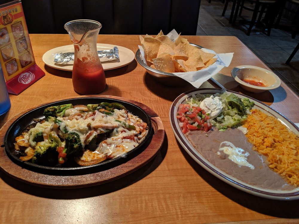 La Villa Mexican Restaurant: 821 W Sunset St, Nashville, AR
