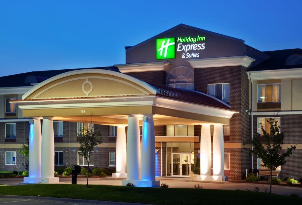 Holiday Inn Express & Suites, Altoona: 165 Adventureland Dr. NW, Altoona, IA