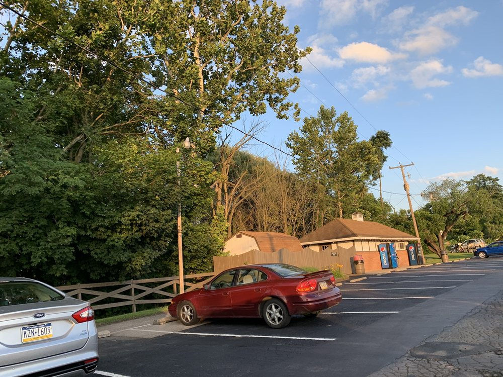 Don's Pizza: 76 Country Ln, Duncansville, PA
