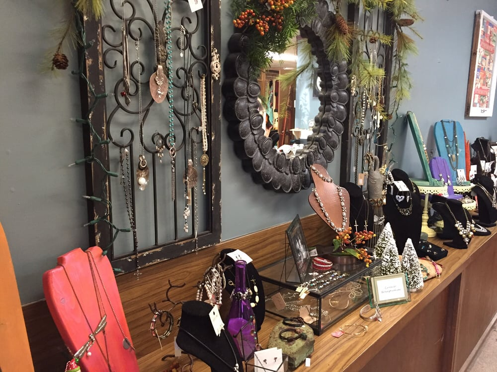 Heartstrings - A Flower Boutique: 412 N 7th, Fredonia, KS
