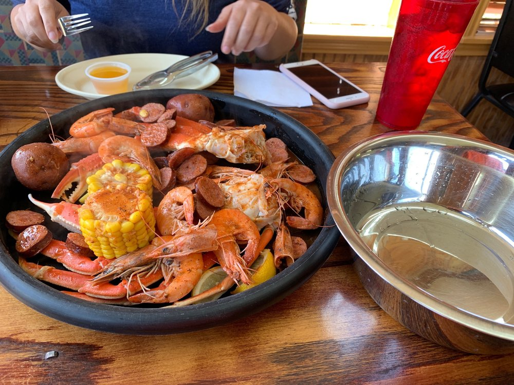 El Golfo Seafood Bar: 613 Park St, Commerce, TX