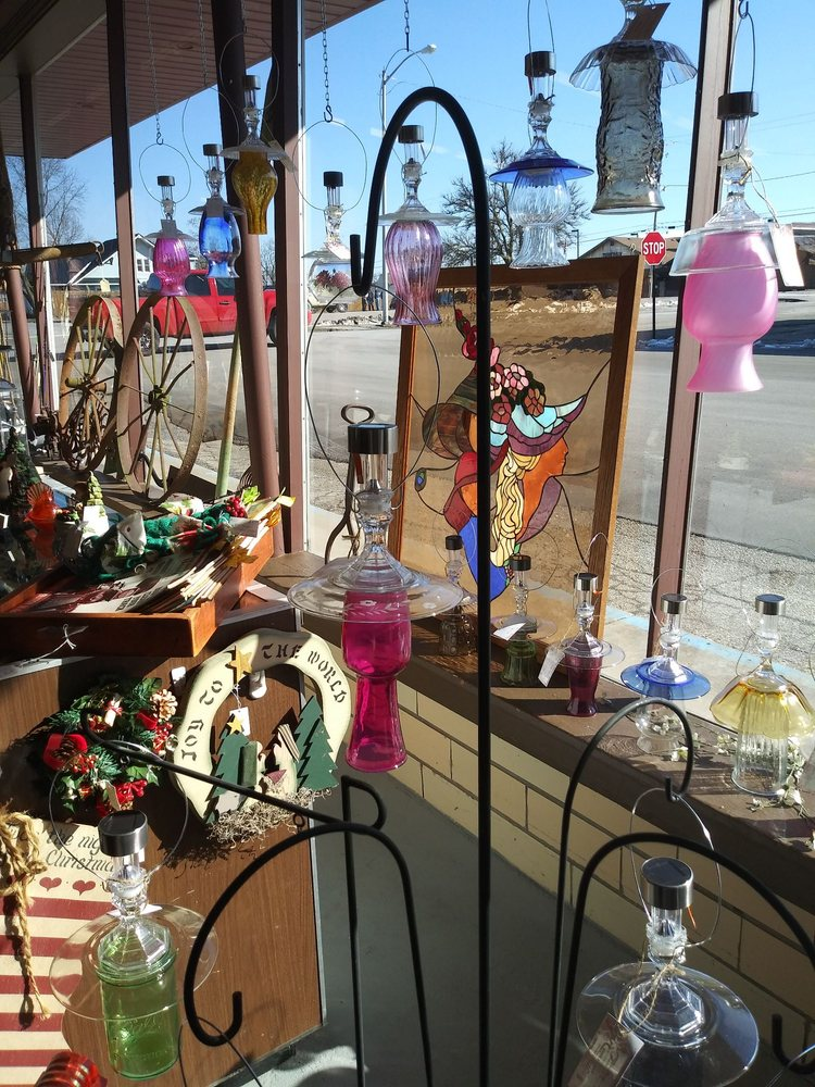 Antiques On York: 100 W York St, Rockville, IN