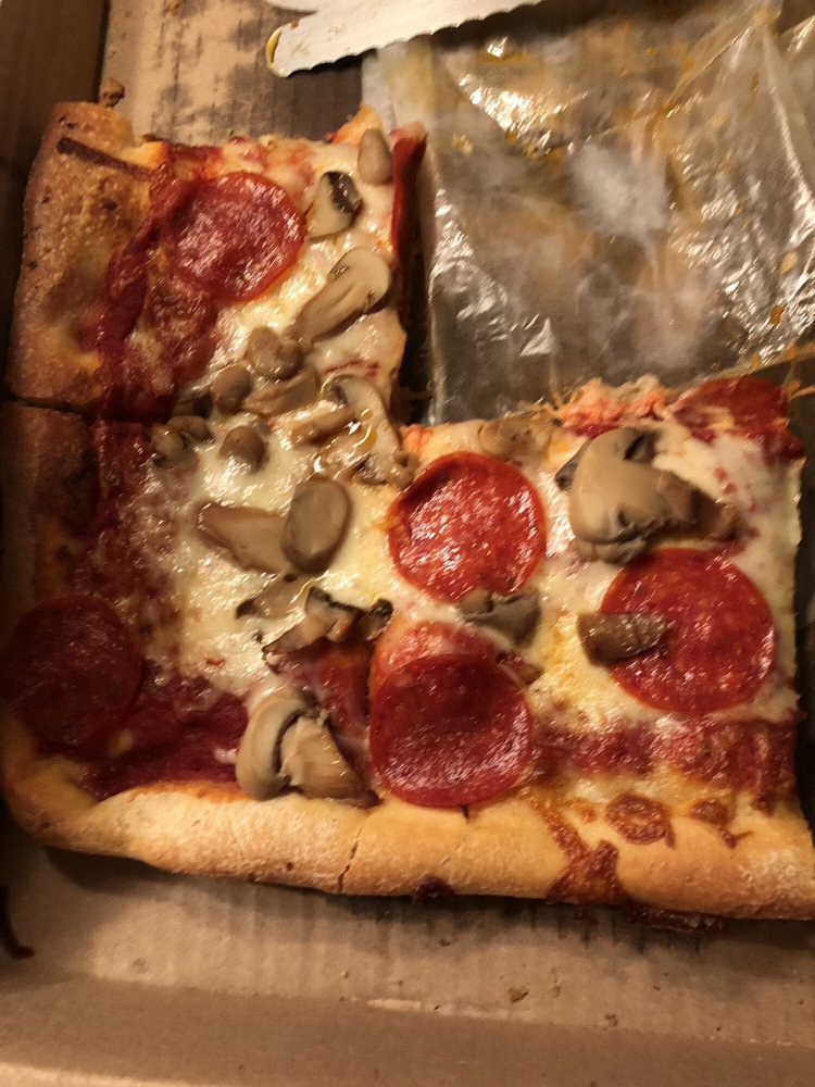 Bugsy's Pizza: 180 S Jefferson St, Kittanning, PA