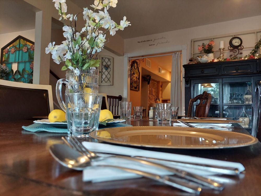 Woodstock Inn Bed & Breakfast: 1212 W Lexington Ave, Independence, MO