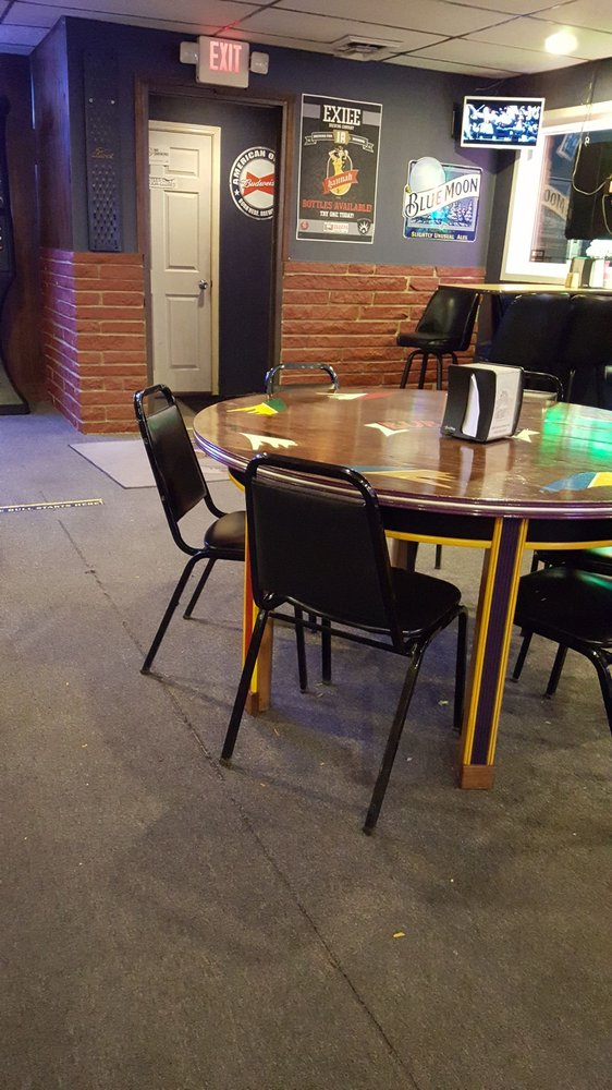 Bubba's Bar & Grill: 211 E 1st St, Mechanicsville, IA