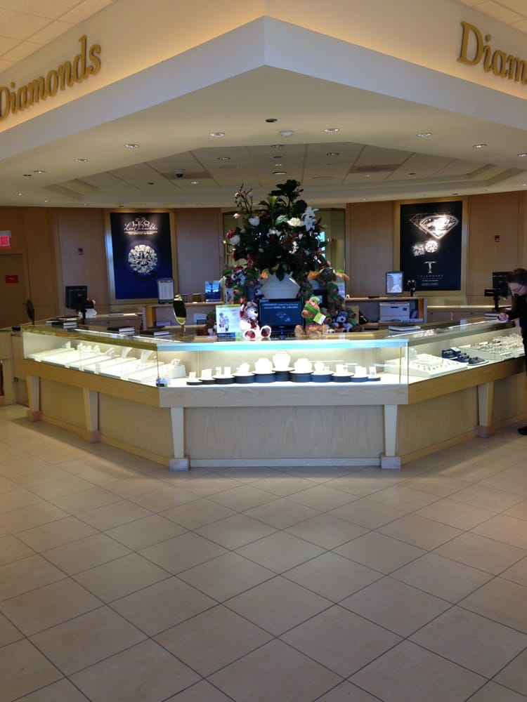 Jared Galleria Of Jewelry 14 Photos Amp 40 Reviews Jewelry 1700 E Woodfield Rd Schaumburg Il Phone Number Yelp