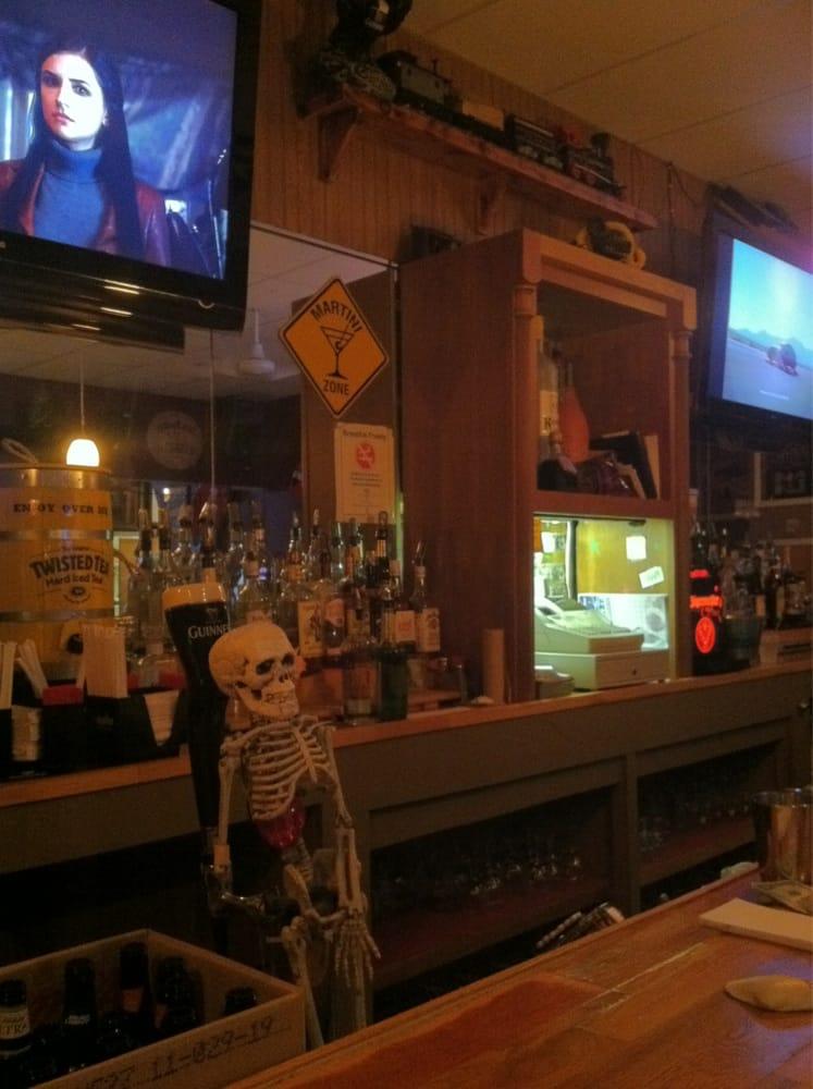 The Pour House Tavern: 608 Sunrise Hwy, West Babylon, NY