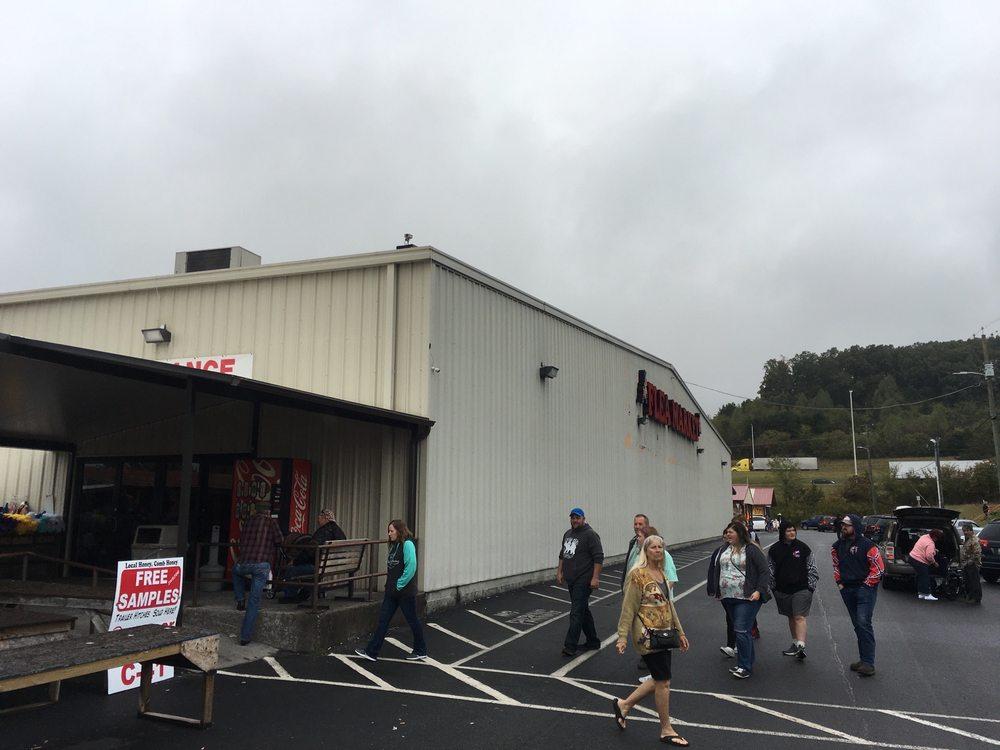 Great Smokies Flea Market: 220 W Dumplin Valley Rd, Kodak, TN