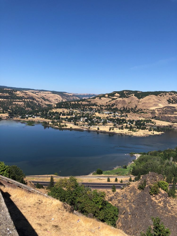 Rowena Crest: 6656 Historic Columbia River Hwy, Mosier, OR