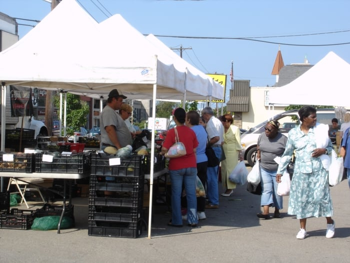 Patchogue Green Market: 215 E Main St, Patchogue, NY