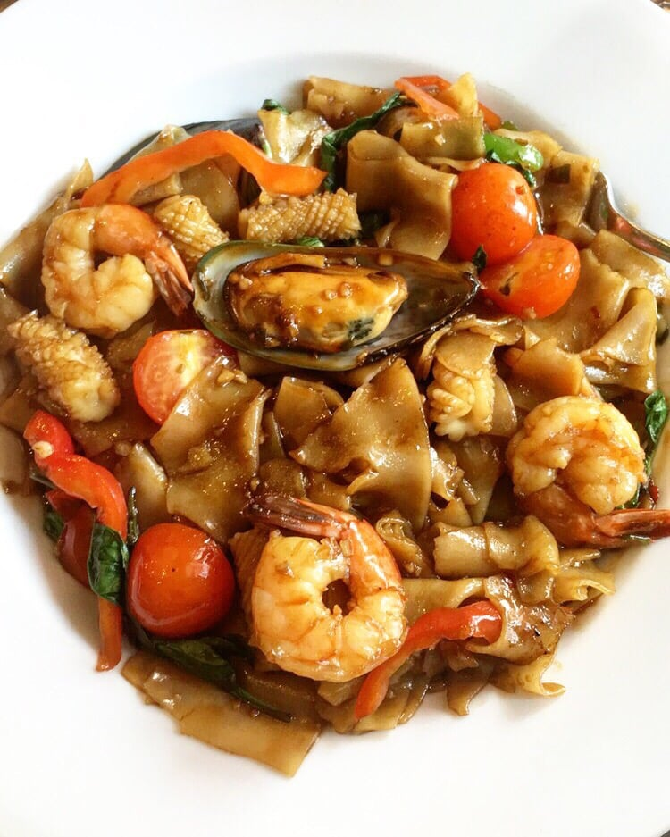 Drunken noodle with mixed seafood yelp for Ayutthaya thai cuisine bar