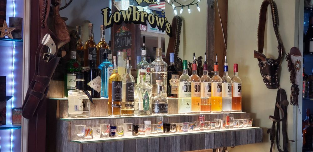 Lowbrows Beer & Wine Garden: 200 S Washington St, Pilot Point, TX