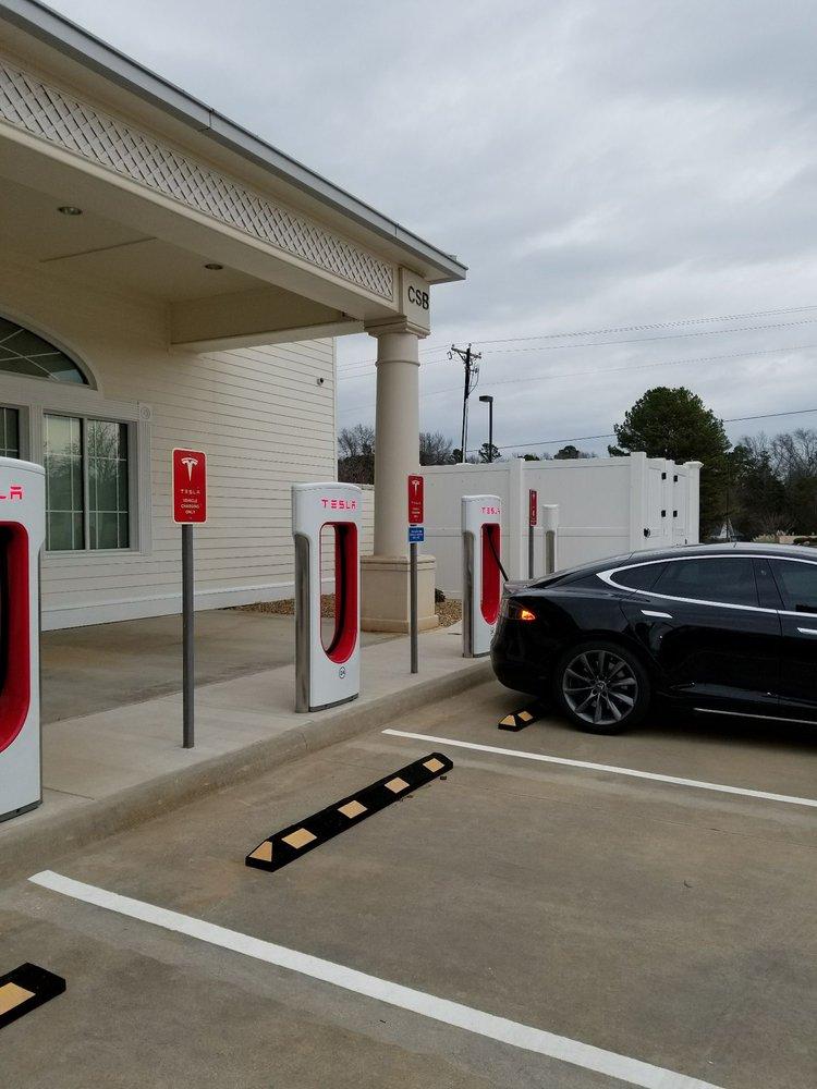 Tesla Supercharger: 17044 I-20, Lindale, TX