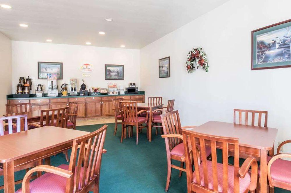 Super 8 by Wyndham Kountze Big Thicket Nat'l Pres Area: 990 North Pine Street, Kountze, TX