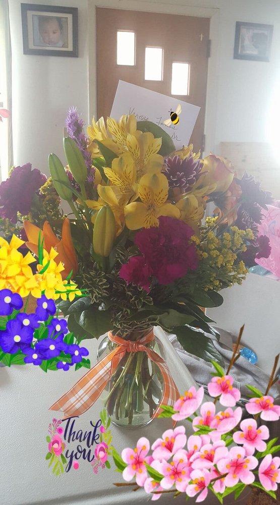 Garden Gate Flowers: 191 SE 5th St, Madras, OR