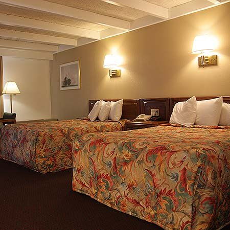 New Stanton Garden Inn: 112 W Byers Ave, New Stanton, PA