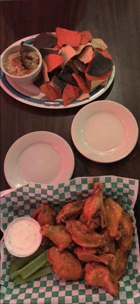 New England Eatery & Pub: 5670 S Hwy A1A, Melbourne Beach, FL