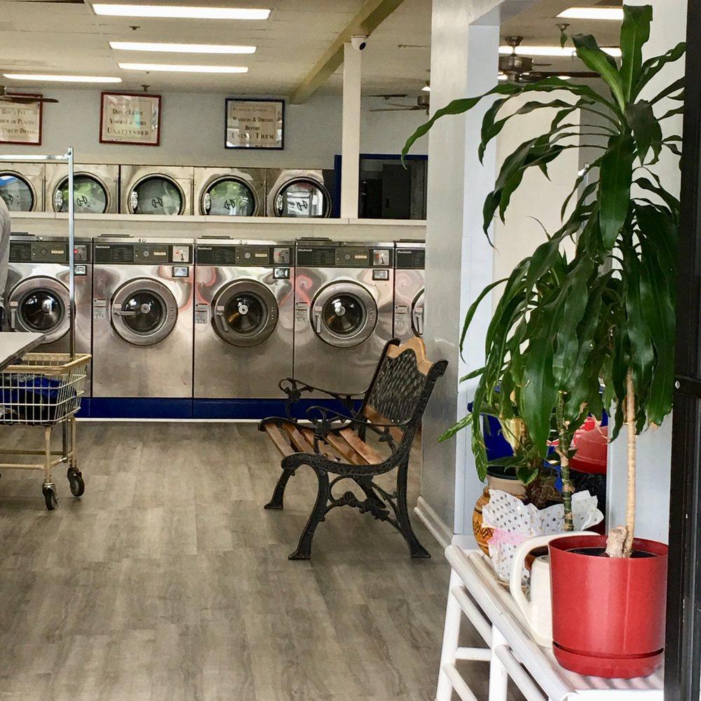 Lipoa Laundry Center: 41 E Lipoa St, Kihei, HI
