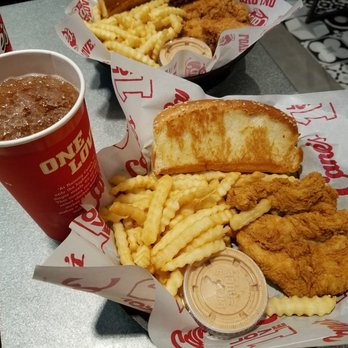 Raising Canes Chicken Fingers 434 Photos 196 Reviews Chicken