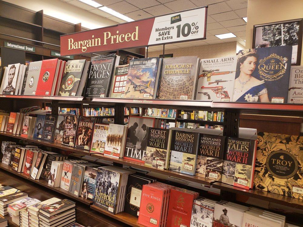 Photo of Barnes and Noble: Brooklyn, NY