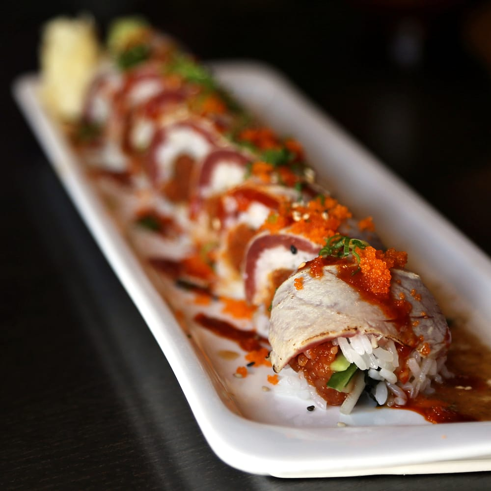 ... Tuna Tataki Roll (spicy tuna, cucumber [inside]; seared tuna, tobiko
