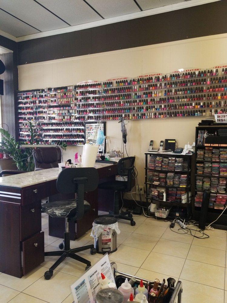 Hondo Nails: 1714 Avenue M, Hondo, TX