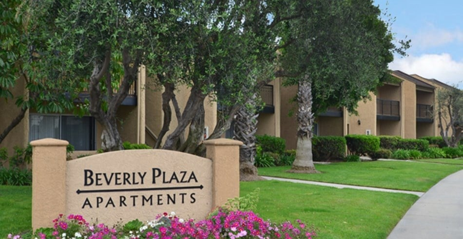 Photos For Beverly Plaza Apartments Yelp