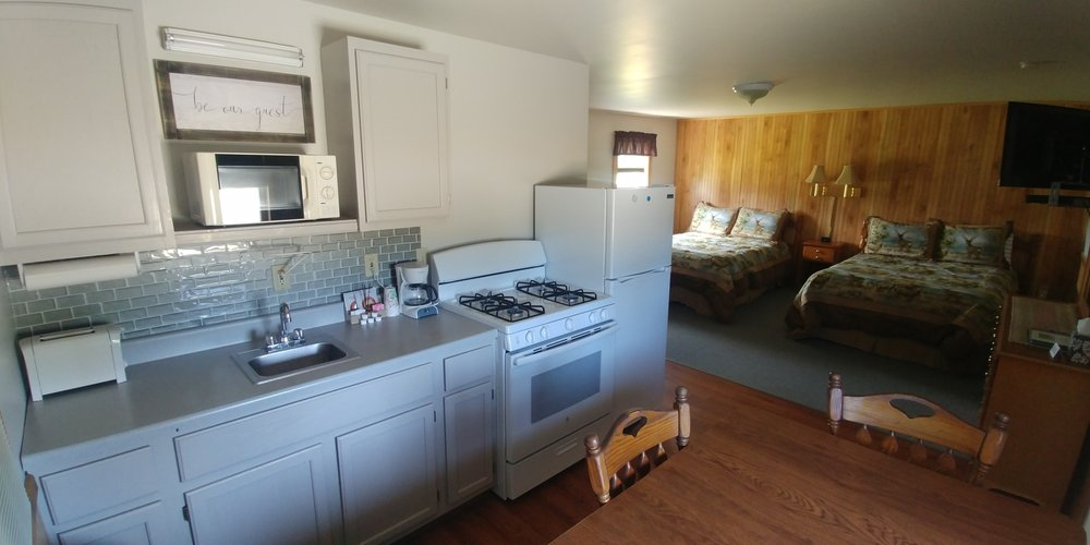 Blueberry Patch Motel & Cabins: 550 US Rt 1, Jonesboro, ME