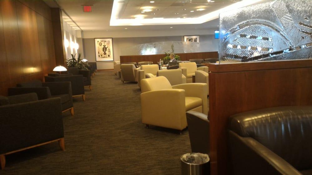 United First Class Lounge: 1 Saarinen Cir, Dulles, VA