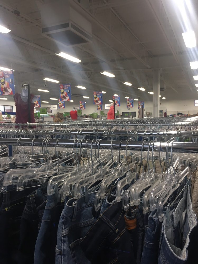 Goodwill: 840 Valley Creek Dr, Farmington, MO