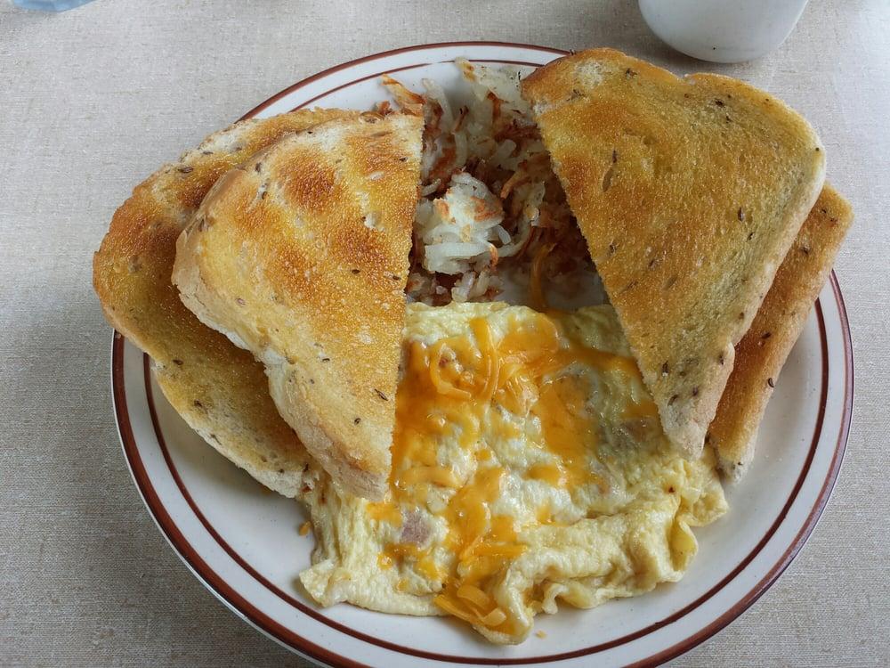 Marinia's Country Cafe: 289 N Main St, Loa, UT
