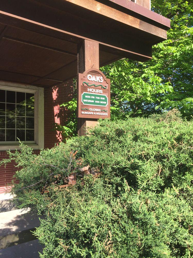 Oaks Veterinary Clinic: 2030 27th St, Des Moines, IA