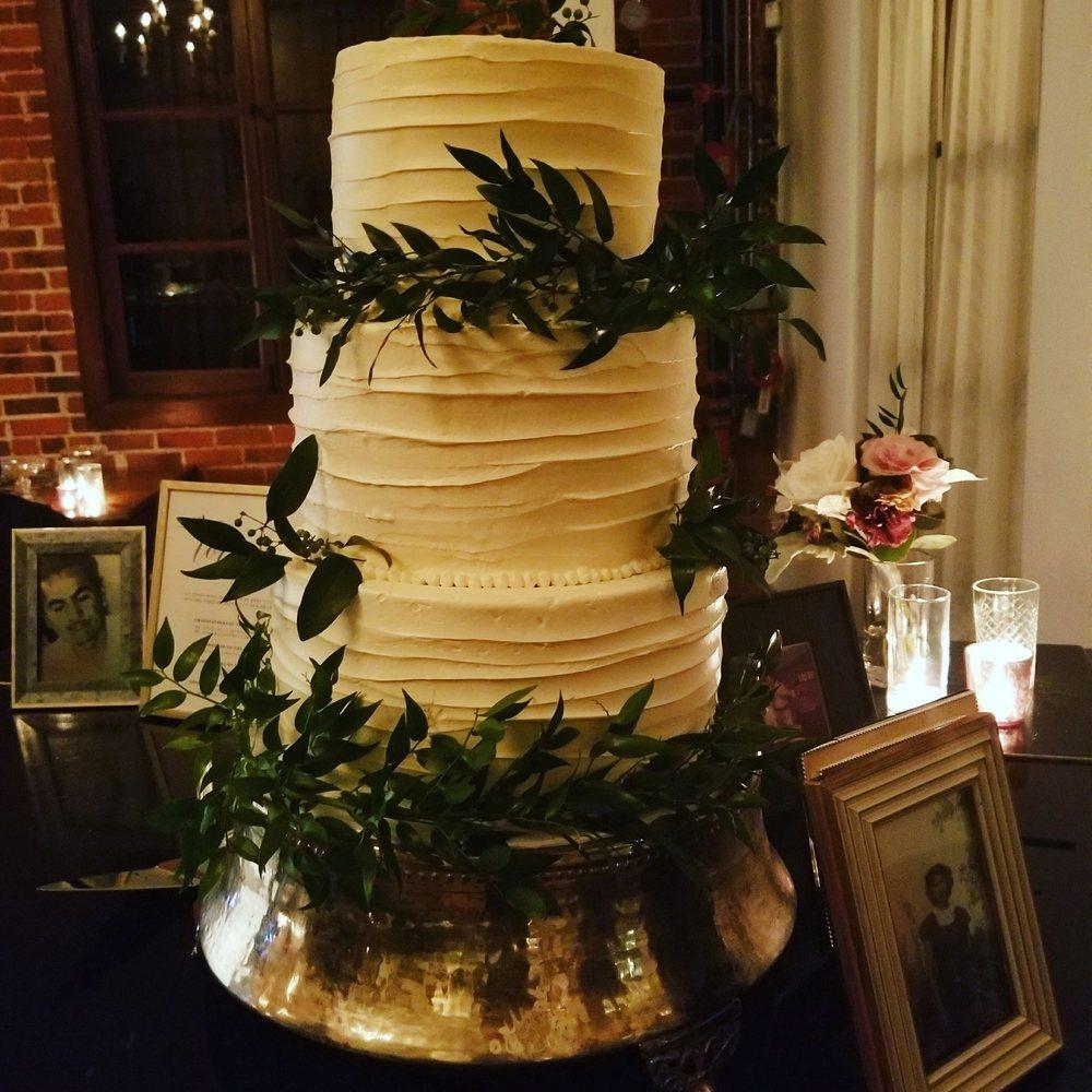Wedding Cake Chocolate Vanilla Cakes With Salted Caramel