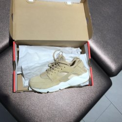 57aaa5a2e470af Foot Locker - 22 Photos   60 Reviews - Shoe Stores - 8500 Beverly ...