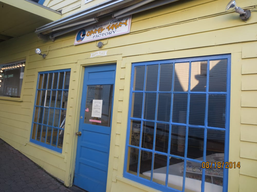Downeast Candies: 3 Bridge St, Boothbay Harbor, ME