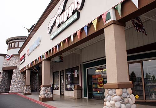 Grants Pass Shopping Center: 959 NE D St, Grants Pass, OR