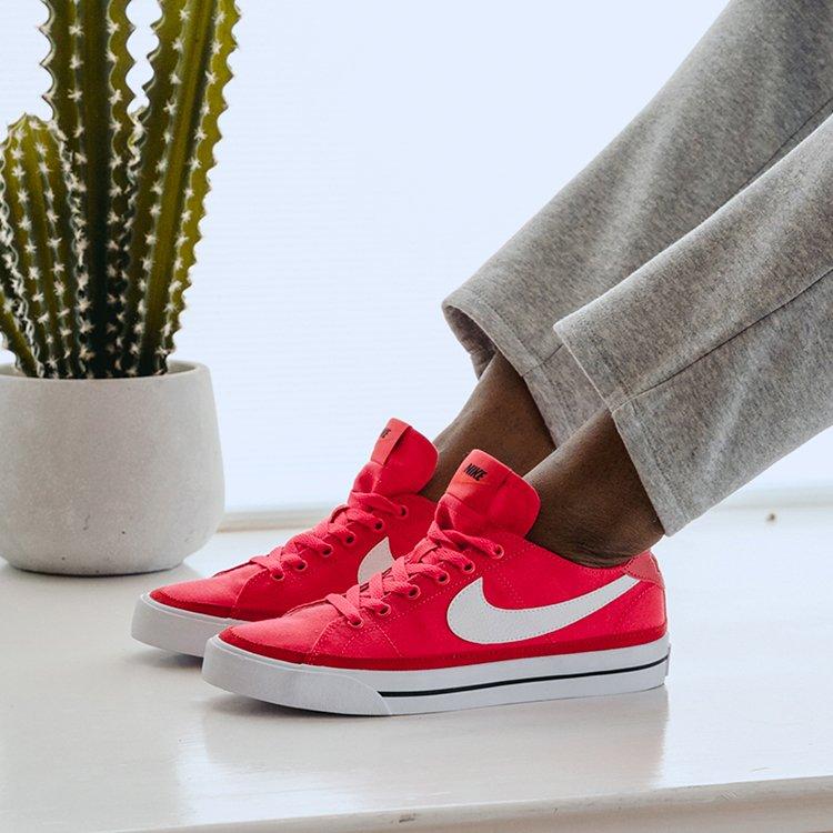 Famous Footwear: 911 N Stratford Rd, Moses Lake, WA