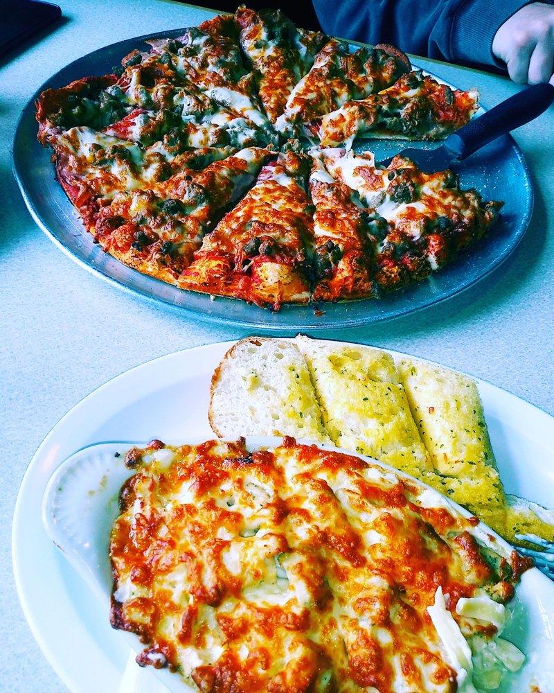 Gepetto's Italian Restaurant & Sports Bar: 126 E Pioneer Ave, Montesano, WA
