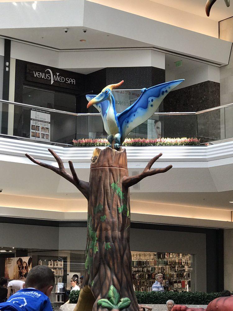 Cherry Creek Shopping Center: 3000 E 1st Ave, Denver, CO