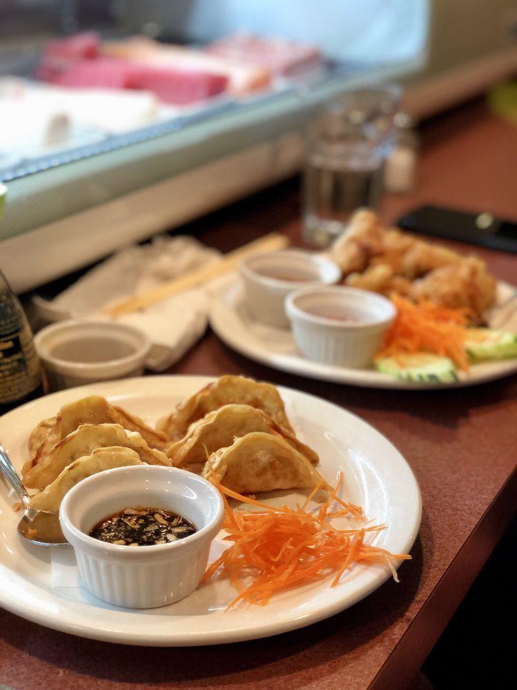 Kin Khao Thai & Sushi Bar: 607 E Lincolnway, Valparaiso, IN