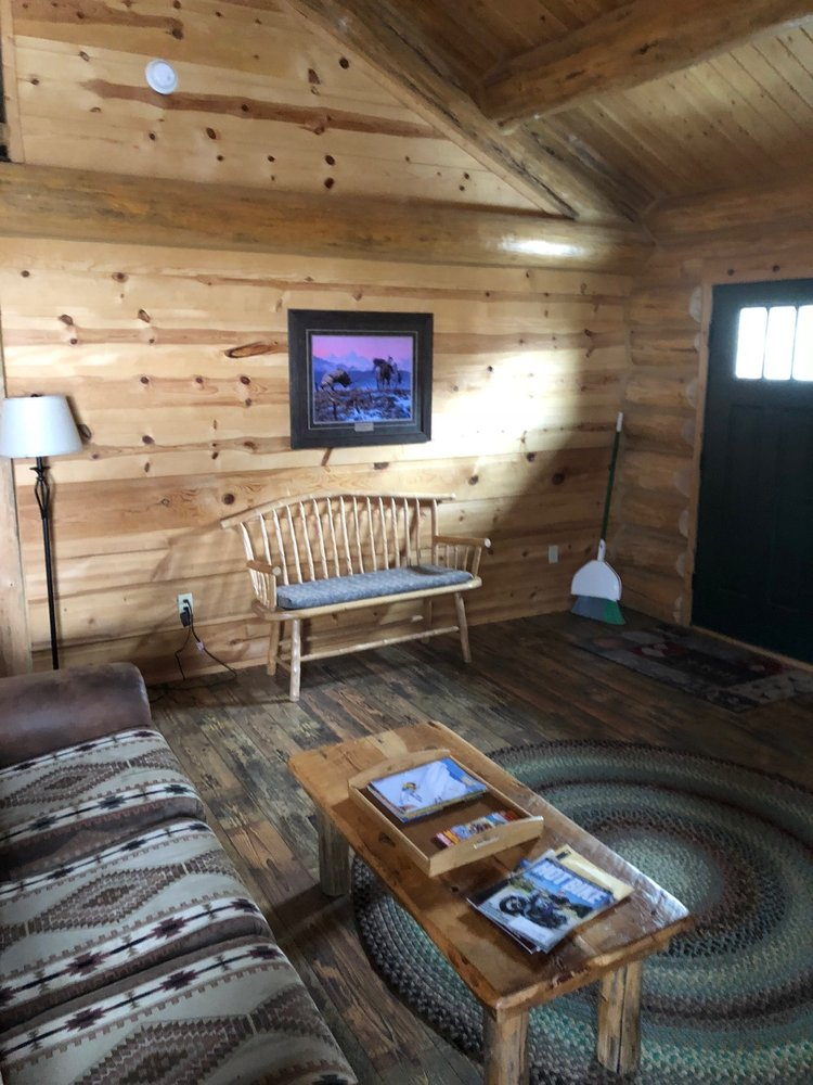 The Roosevelt Hotel- Yellowstone: 1014 Scott St, Gardiner, MT