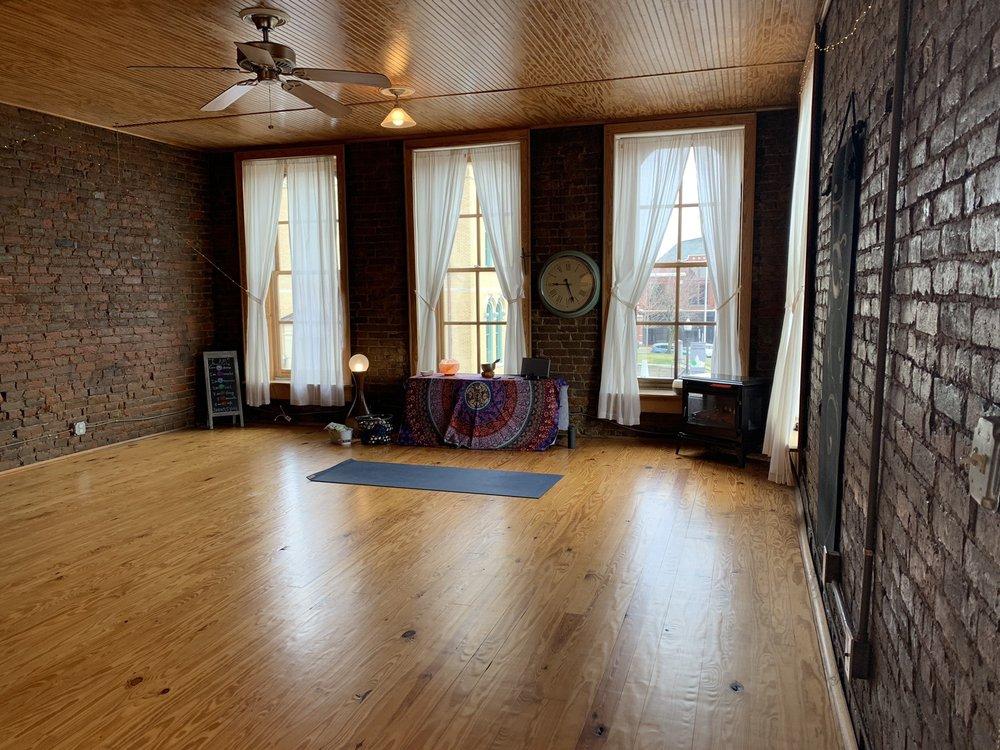 Serenity's Yoga Studio: 607 S Main St, Springfield, TN