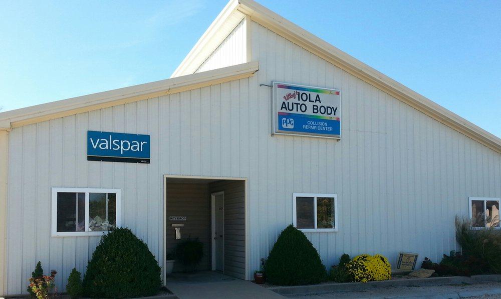 Utleys Iola Auto Body: 324 N State St, Iola, KS