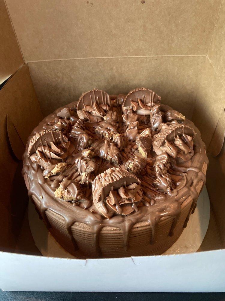 Heavens Gold Cakes & More: 917 1st St SW, Childersburg, AL