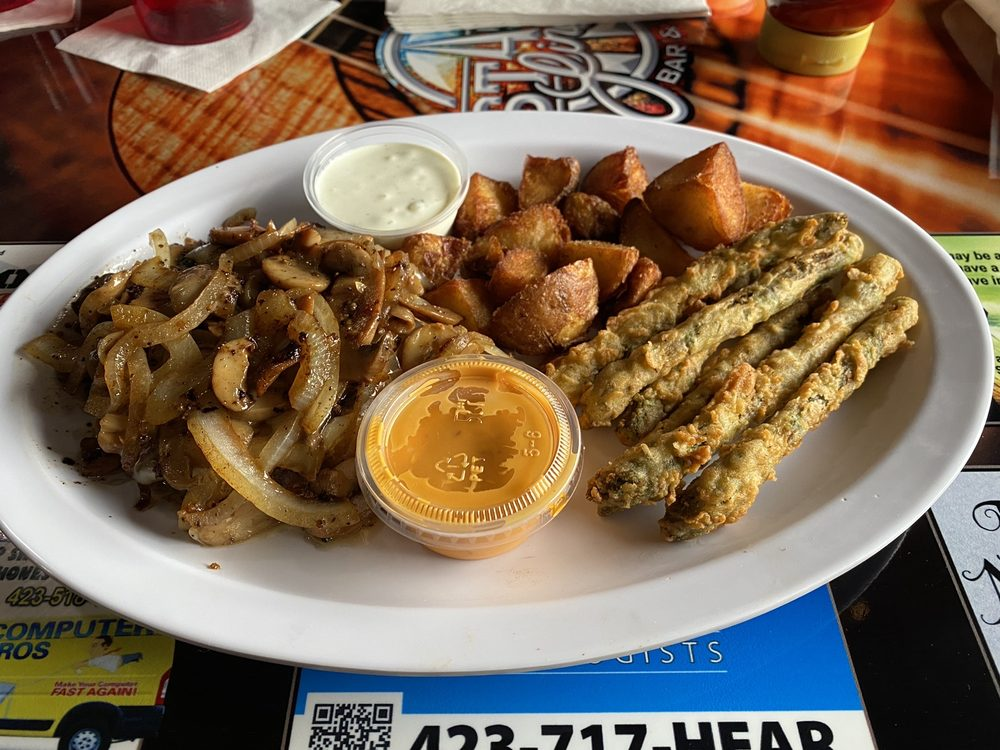 Social Spots from State Line Bar & Grille
