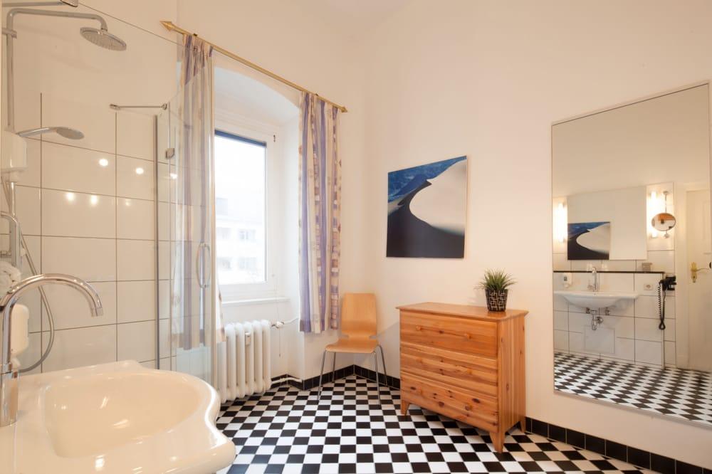 badezimmer klassik gro yelp. Black Bedroom Furniture Sets. Home Design Ideas