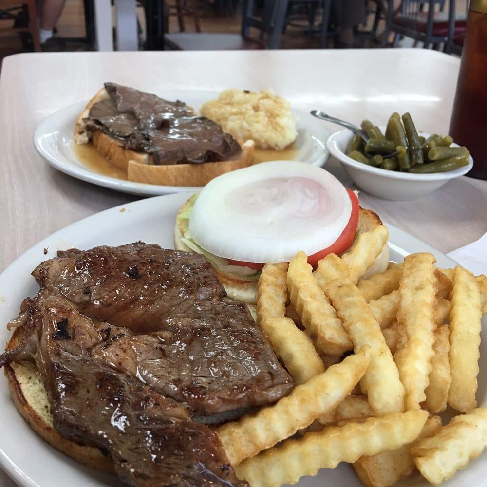 Dolly's Diner: 177 Highway 75, Blountville, TN
