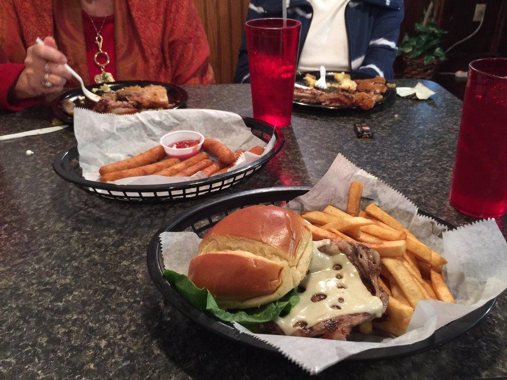 First Run Cafe: 30 Thomas Jefferson Pkwy, Palmyra, VA