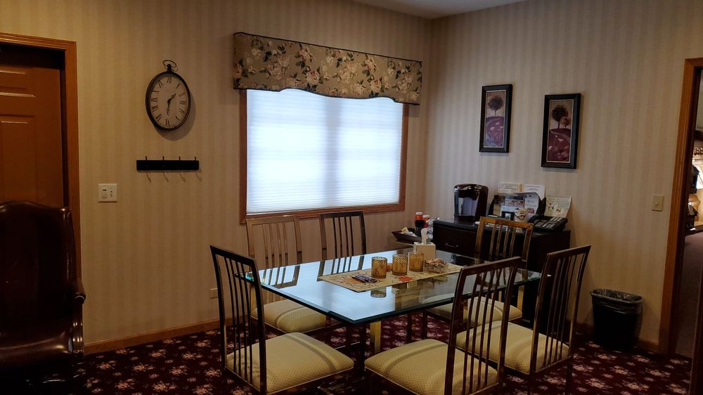 Thompson Spring Grove Funeral Home: 8103 Wilmot Rd, Spring Grove, IL
